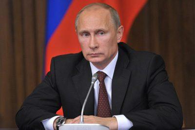 Закон о декриминализации побоев в семье подписал Владимир Путин
