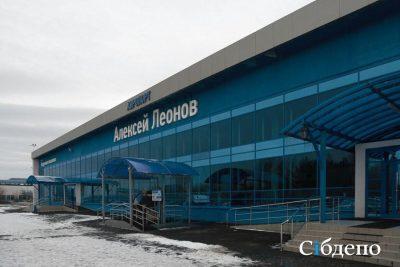 В кемеровском аэропорту заминировали самолёт Воздушное судно обследуют сотрудники экстренных служб. В воскресенье, 3 марта, в кемеровском аэропорту им. Леонова один из пассажиров сообщил о минировании самолёта. Это произошло около 8:30 перед вылетом воздушного судна в Москву. Как сообщает «Интерфакс» со ссылкой на источник, из самолёта эвакуировали 120 человек. «Перед взлетом один из пассажиров рейса авиакомпании «Сибирь» крикнул, что судно заминировано», - рассказал собеседник агентства. На месте работали сотрудники экстренных служб. На данный момент, как сообщили Сибдепо в справочной аэропорта, пассажиров вернули в самолёт и он готовится к вылету. А все обстоятельства произошедшего выясняются.