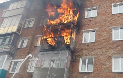 Балконы в огне: пожар в Прокопьевске попал на видео