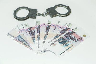 В Новокузнецке экс-полицейского подозревают в получении взятки за сведения об умерших