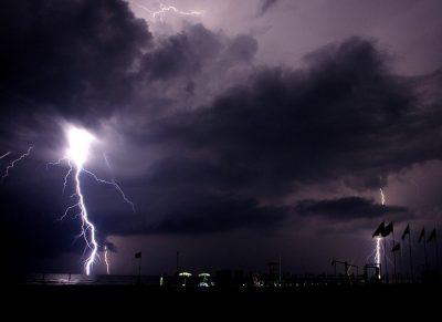 МЧС просит кузбассовцев соблюдать меры предосторожности во время грозы