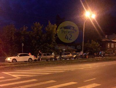 В Кемерове из-за пьяного водителя произошло ДТП с участием пяти машин