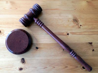 В Кузбассе будут судить троих экс-сотрудниц медучреждения за хищение 9,3 млн рублей