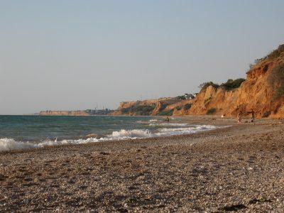 Прохожий обнаружил античное захоронение на пляже в Евпатории