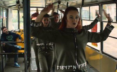 Новокузнечане устроили танцы в городском трамвае