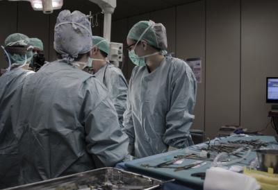 В Кемерове хирурги спасли новорожденного, сделав уникальную операцию