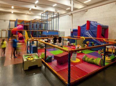 В Юрге девочку с инвалидностью не пустили в детскую комнату в развлекательном центре