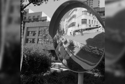 На опасных кемеровских перекрёстках установят сферические зеркала