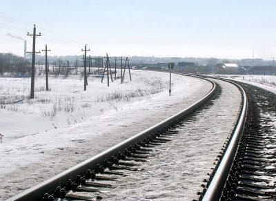 В Кузбассе транспортная полиция спасла замерзающего пенсионера возле железной дороги