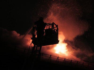 В Кемерове в многоквартирном доме произошёл пожар