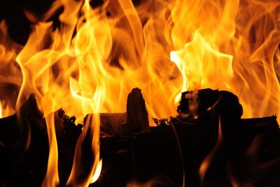 В Новокузнецке горел продовольственный магазин на площади 140 «квадратов»