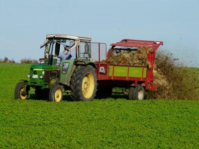 В Кузбассе приставы арестовали спецтехнику у сельхозпредприятия за долги по налогам около 3 млн