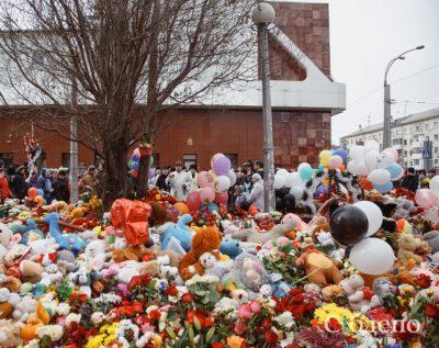 В мэрии Кемерова опровергли информацию, что игрушки с мемориала возле «Зимней вишни» выбросили