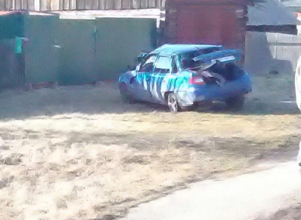 В кузбасском посёлке перевернулся автомобиль Daewoo, пьяного водителя госпитализировали