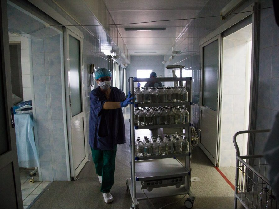 В Кузбассе врачи, лечащие больных коронавирусом, получат двойные выплаты