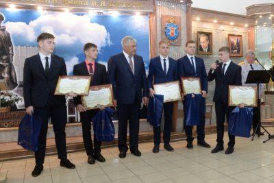 В Москве наградили подростков из Кузбасса, задержавших грабителя