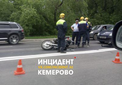Очевидцы: в Кемерове на Красноармейской произошло смертельное ДТП с участием мотоциклиста