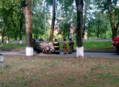В Новокузнецке после ДТП перевернулся автомобиль