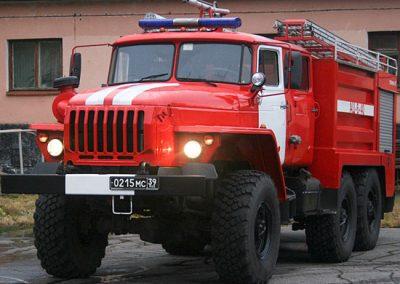 В Кузбассе на дороге сгорел автомобиль Chevrolet