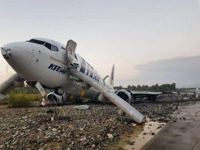 Видео: в Сочи загорелся пассажирский самолёт авиакомпании Utair