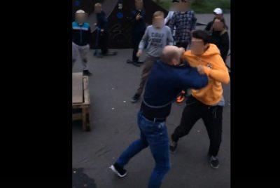 Драку подростка и мужчины в кемеровском скейтпарке сняли на видео