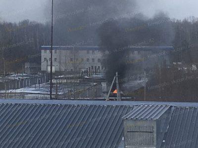 В кемеровском гаражном кооперативе горел автомобиль