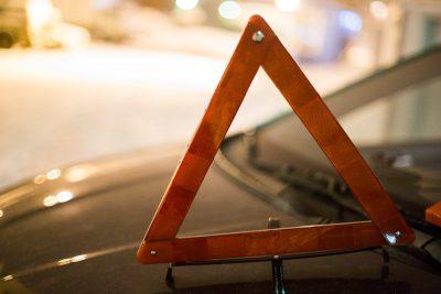 В Кузбассе на трассе перевернулась Lada, пьяного водителя госпитализировали