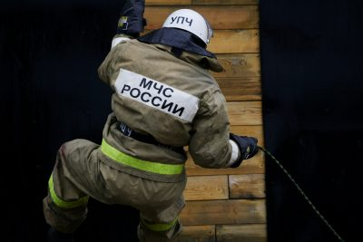 В Кемерове пожар в частной бане тушили 17 человек