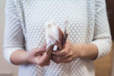 Прибавка к окладу: в Кузбассе бухгалтер 9 лет завышала себе зарплату