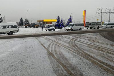 В Кузбассе пассажиров перевозили на двух автобусах со сломанным рулём