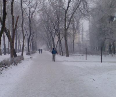 В Новокузнецке ребёнок без верхней одежды и в сланцах находился на улице в мороз