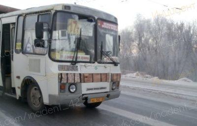 Фото: в Кемерове маршрутка протаранила троллейбус