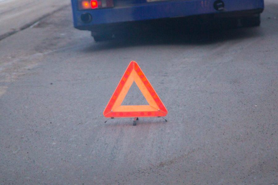 В Новокузнецком районе автобус столкнулся с самосвалом