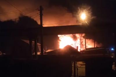 Трое пострадавших: крупный пожар уничтожил два дома в Кемерове
