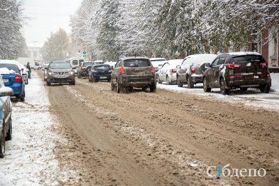 Штрафы за парковку на газоне в Кузбассе могут взлететь до 20000 рублей