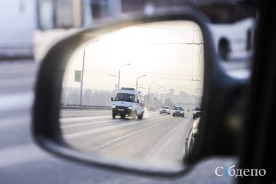 Новокузнецкая маршрутка протащила ребёнка по дороге и уехала
