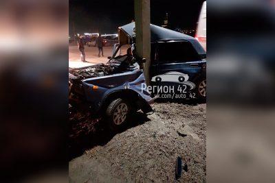 Автомобиль обнял столб в Кузбассе