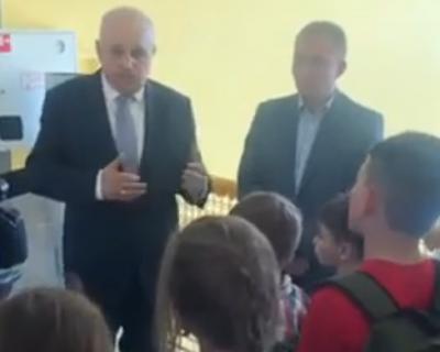 Видео: Сергей Цивилев пообещал маленьким спортсменам не сносить «Лазурный»