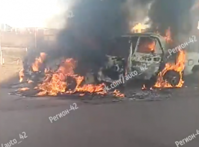 Видео: в Кемерове полыхает легковушка