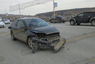 Видео: в Кемерове гонки на мосту закончились ДТП с маршруткой