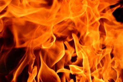 Ночью в Кузбассе полностью выгорела легковушка