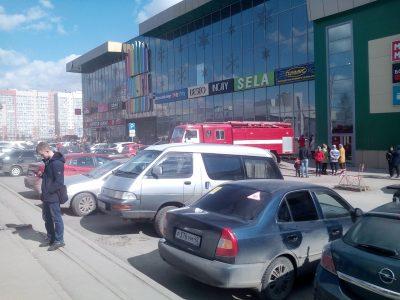 Фото: крупный кемеровский ТЦ снова эвакуировали