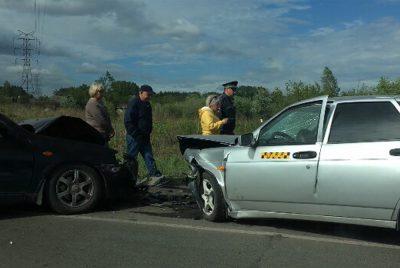 Видео массовой аварии с участием такси на трассе в Кузбассе