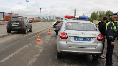 Видео: в Кузбассе легковушка сбила ребёнка на «зебре», у мальчика серьёзные травмы