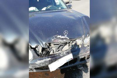 Фото: такси с пассажиром попало в серьёзное ДТП в Кемерове