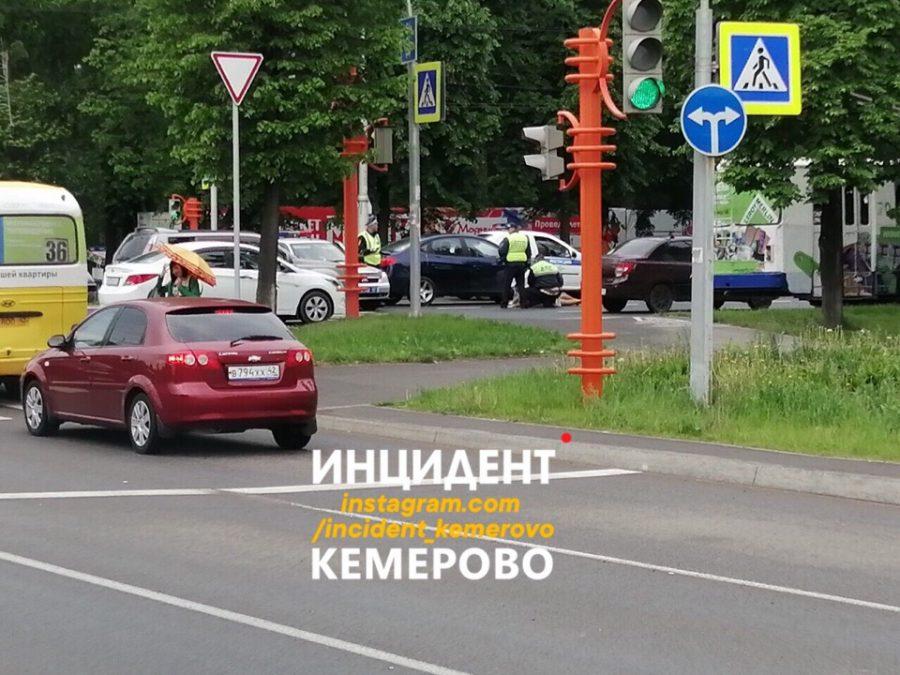 Сбили беременную? Подробности серьёзного ДТП в центре Кемерова