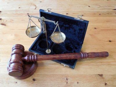 Новокузнечанин предложил дочери работу. Их осудили