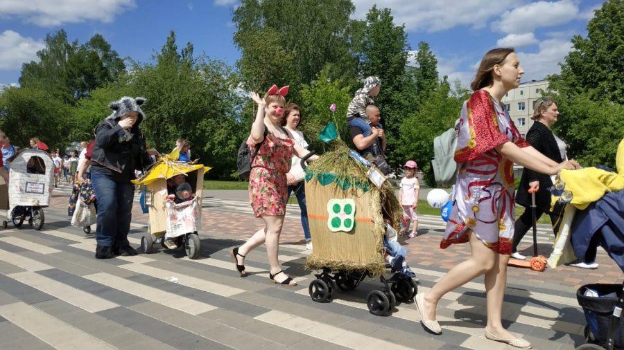 Дюймовочка и Игра престолов: в Кемерове прошёл парад колясок