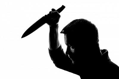 Мужчина угрожал ножом администратору магазина в Кузбассе