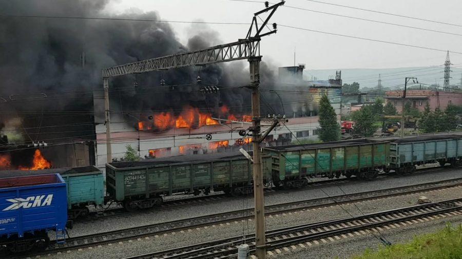 Спасатели потушили большой пожар в Калтане
